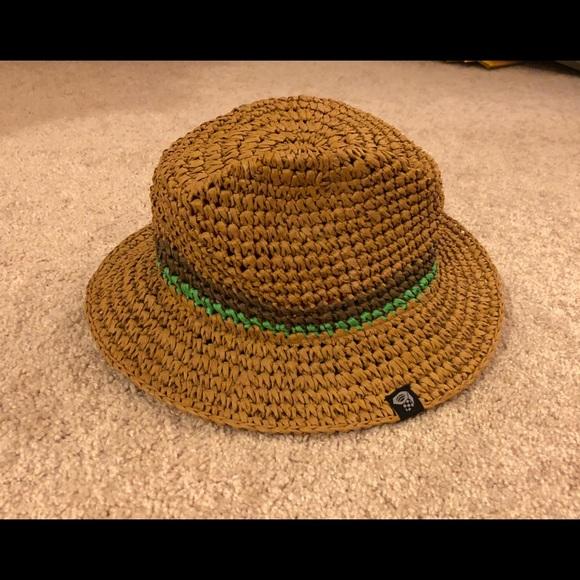 f744766dcb278 Women s Mountain Hardwear Raffia Hat. M 5ad82a7372ea88086973935c